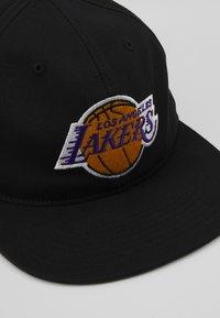 Mitchell & Ness - NBA LA LAKERS TEAM LOGO DEADSTOCK THROWBACK SNAPBACK - Kšiltovka - black - 5