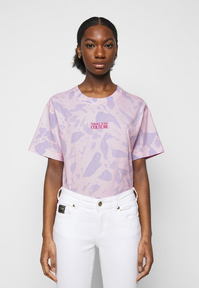 Versace Jeans Couture - Triko spotiskem - blue bell/pink confetti