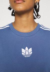adidas Originals - LOOSE FIT TEE - T-shirts med print - crew blue - 4