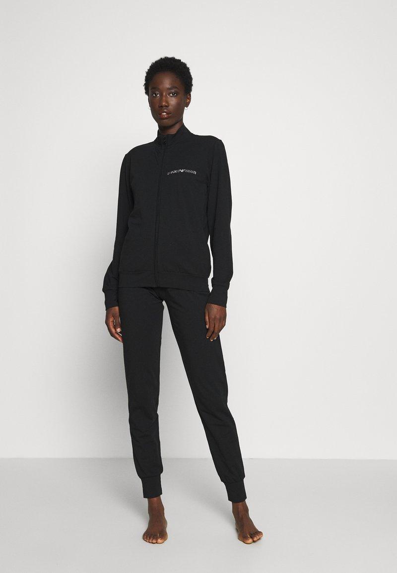 Emporio Armani - JACKET AND PANTS WITH CUFFS SET - Pyjama set - nero