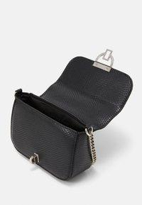 New Look - LAUREN LIZARD CHAIN SHOULDER - Across body bag - black - 2