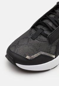 Puma - PROVOKE XT UNTMD UNISEX  - Trainings-/Fitnessschuh - black/metallic silver - 5