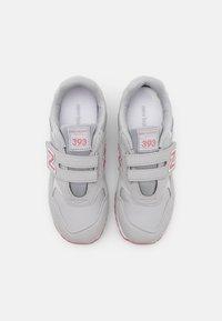 New Balance - YV393CGP - Sneakers basse - grey/pink - 3