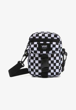 MN NEW VARSITY SHOULDER BAG - Axelremsväska - black white check