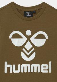 Hummel - 2 PACK UNISEX - T-shirts print - olive/pumpkin spice - 3