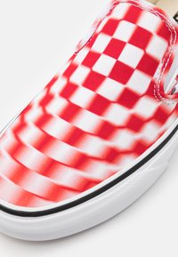 Vans - CLASSIC UNISEX - Mocassins - true white/red - 5