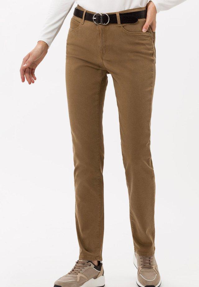 STYLE MARY - Slim fit jeans - walnut