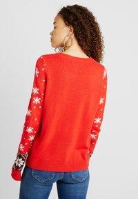 Vero Moda Petite - Sweter - chinese red - 2