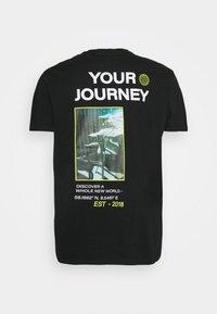 URBN SAINT - SONAR TEE - Print T-shirt - black - 1