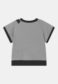 WAUW CAPOW by Bangbang Copenhagen - RAY UNISEX - Print T-shirt - grey - 1