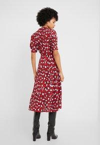 Diane von Furstenberg - EXCLUSIVE DRESS - Shirt dress - red leopard - 2