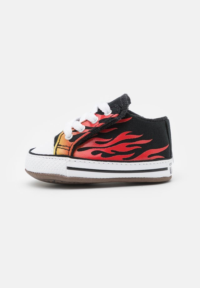 CHUCK TAYLOR ALL STAR CRIBSTER ARCHIVE FLAME PRINT UNISEX - First shoes - black/fresh yellow/enamel red