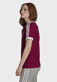 adidas Originals - T-Shirt print - power berry/white - 3