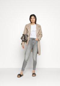 ONLY Petite - ONLBLUSH  - Jeans Skinny Fit - medium grey denim - 1