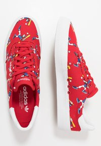 adidas Originals - 3MC X DISNEY GOOFY - Trainers - scarlet/footwear white/collegiate royal - 1