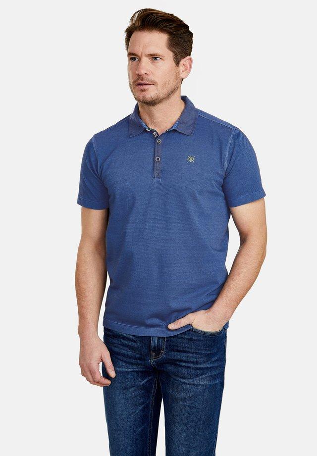 MIT FEINEN QUERSTREIFEN - Polo shirt - cornflower blue