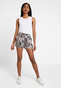ONLY - ONLNOVA - Shorts - black - 1
