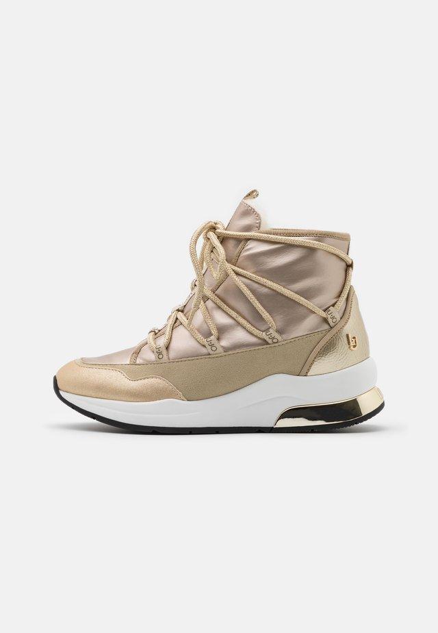 KARLIE  - Sneakers alte - sand
