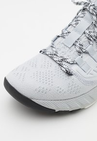 Under Armour - PROJECT ROCK 3 - Sports shoes - halo gray - 5