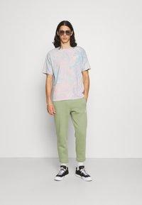 Nike Sportswear - PANT  - Träningsbyxor - oil green - 1