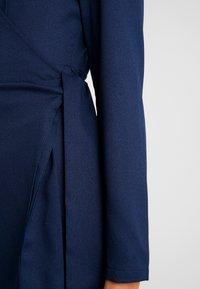 Glamorous - FRIDAY LONG SLEEVE WRAP DRESS - Vestito estivo - navy - 5
