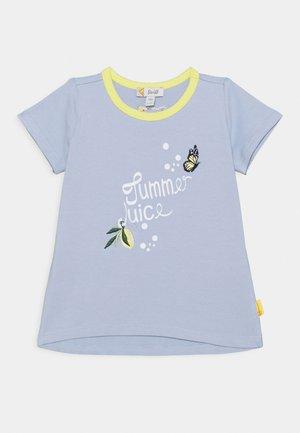 HELLO SUMMER FUN - Print T-shirt - brunnera blue
