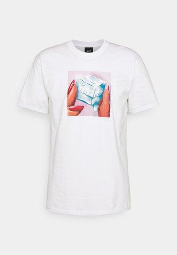 ICE MELTS TEE - Print T-shirt - white