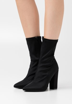 POINTY STRETCHY BOOT - Ankelboots med høye hæler - black
