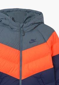 Nike Sportswear - UNISEX - Chaqueta de invierno - ozone blue/hyper crimson/midnight navy - 2