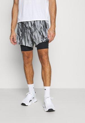 FLEX STRIDE - Pantalón corto de deporte - light smoke grey/black