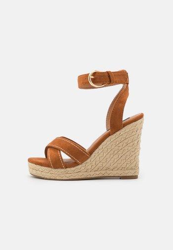 ONLAMELIA LIFE STITCH  - Platform sandals - cognac