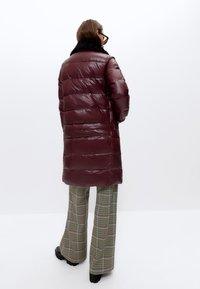 Uterqüe - Winter coat - bordeaux - 2