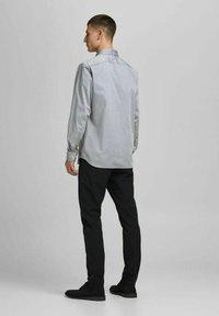 Jack & Jones PREMIUM - JPRBLAROYAL - Formal shirt - light grey melange - 2