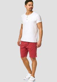 INDICODE JEANS - CARVER - Denim shorts - vermillion - 1