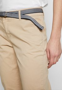 s.Oliver - LANG - Chinos - brown - 4