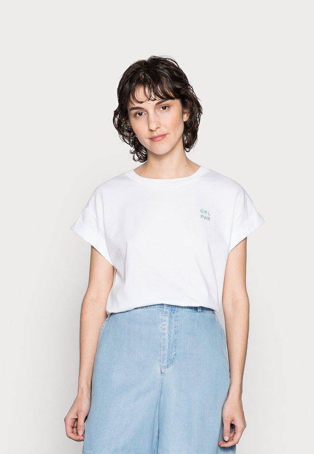 BOYFRIEND SHIRT - T-shirts med print - white/blue