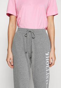Hollister Co. - TIMELESS LOGO JOGGER - Joggebukse - grey - 5