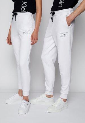 REFLECTIVE LOGO UNISEX - Pantalon de survêtement - bright white