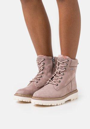 SIENA TEX BOOTIE - Šněrovací kotníkové boty - nude
