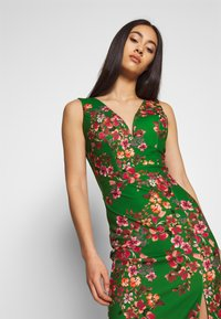 WAL G. - V NECK MIDI DRESS WITH CUPS - Cocktail dress / Party dress - green - 3