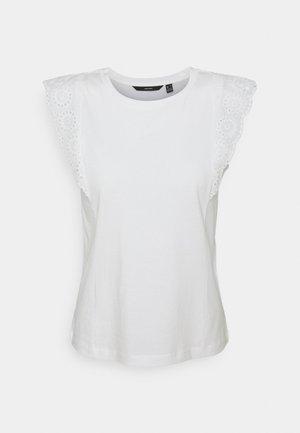 VMHOLLYN  PETITE - Print T-shirt - snow white