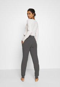 Marks & Spencer London - FLEXI STRIPE PANT REGULAR - Pyžamový spodní díl - black/white - 0
