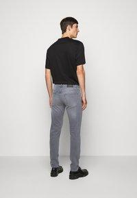 J.LINDEBERG - JAY MIST WASH JEANS - Slim fit jeans - granite - 2