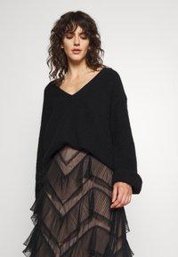 TWINSET - GONNA LUNGA BALZE - A-line skirt - nero - 3