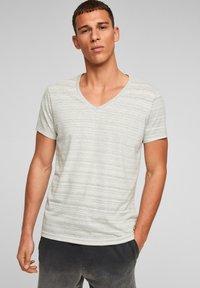 QS by s.Oliver - Print T-shirt - grey melange - 0