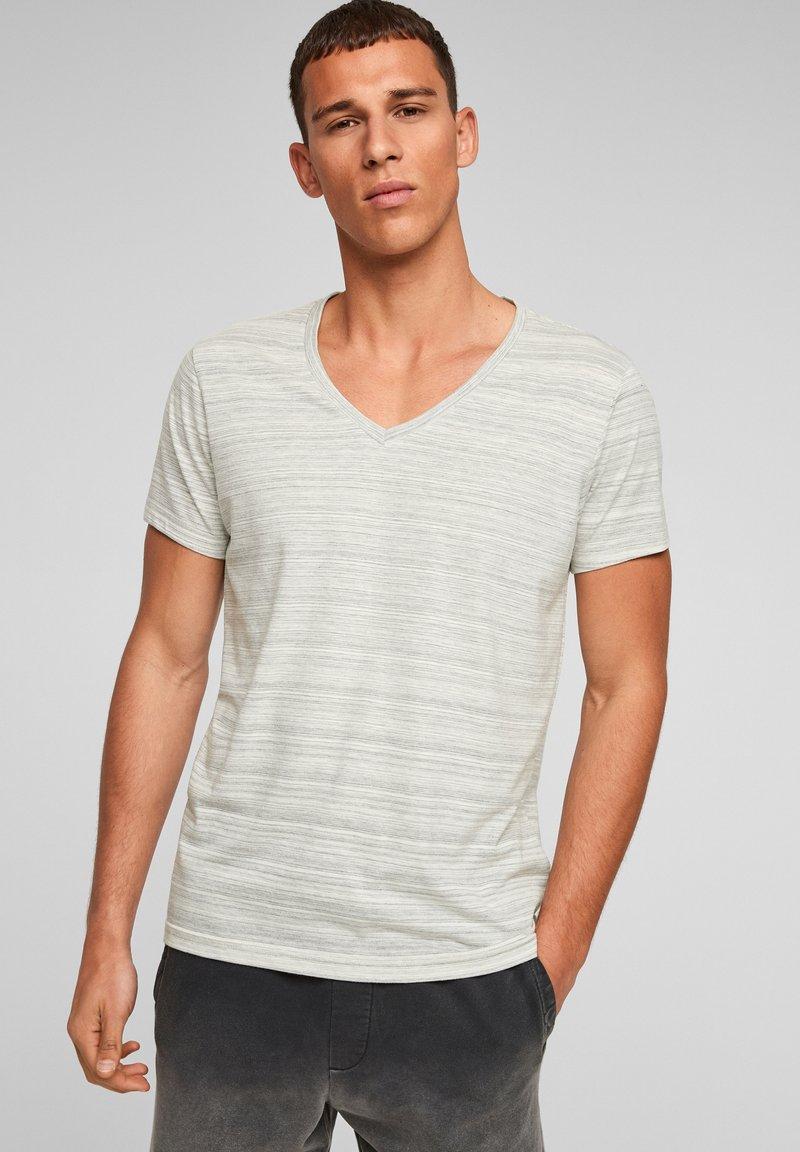 QS by s.Oliver - Print T-shirt - grey melange