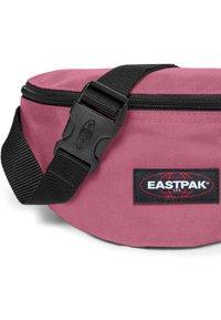Eastpak - DECEMBER SEASONALS - Bältesväska - salty pink - 3