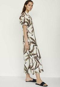 Massimo Dutti - MIT BLÄTTERPRINT  - Day dress - white - 1