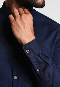 TOM TAILOR DENIM - Camicia - black iris blue - 4