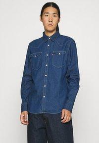 Levi's® - BARSTOW WESTERN STANDARD - Shirt - lowdip denim rinse - 0